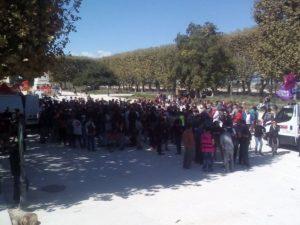 Plusieurs centaines de personnes sont restés à la fin de la manifestation pour une assemblée des luttes. Il a été décidé d'organiser des tractages et des collages, et la prochaine assemblée aura lieu samedi prochain à 14h à la Comédie (ou au kiosque de l'Esplanade s'il pleut)