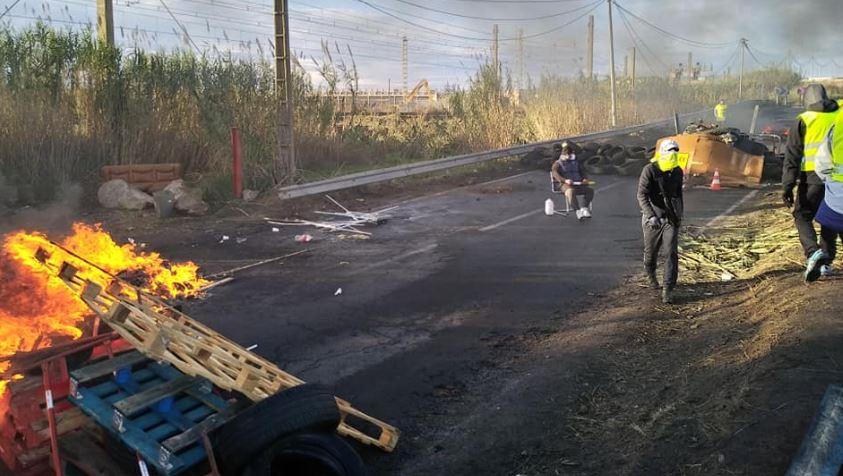Les policiers ont dégagé les gilets jaunes qui bloquaient l'accès au dépôt pétrolier de Frontignan