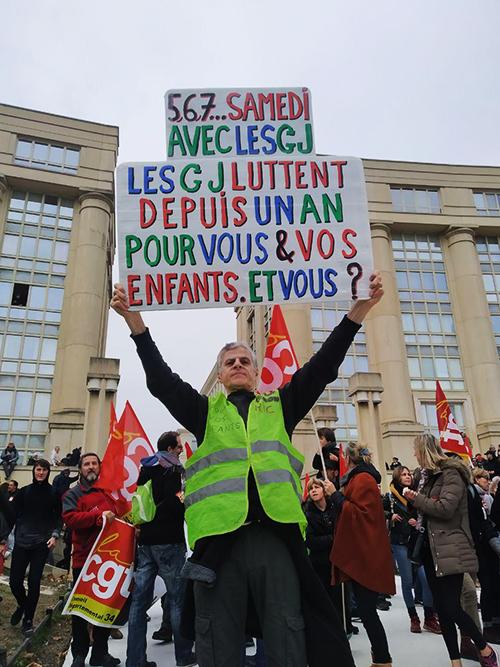 Manif pour les retraites à Montpellier: le fond de l'air déborde en jaune